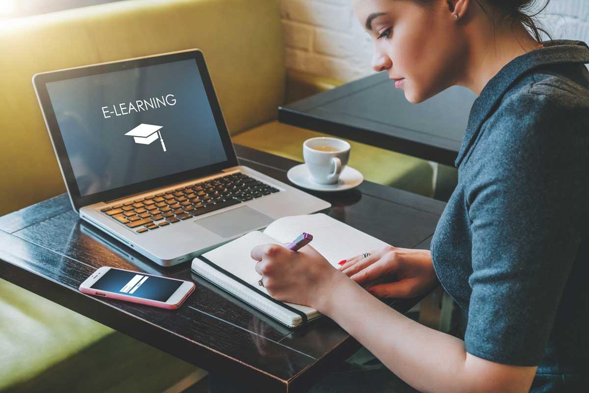 Онлайн курсове по български